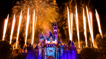 Disneyland-Fireworks-01