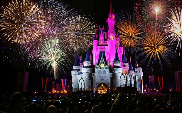 Disneyland-Fireworks--02