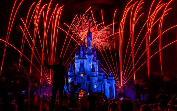 Disneyland-Fireworks--03