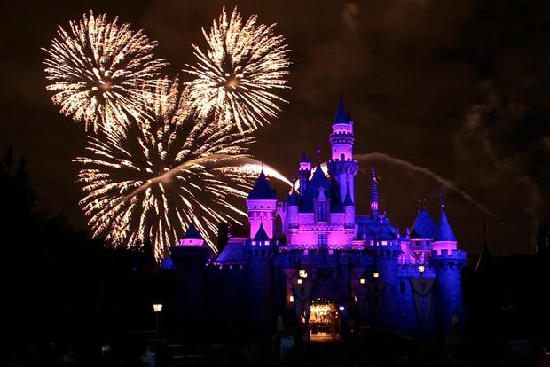 Disneyland-Fireworks-06